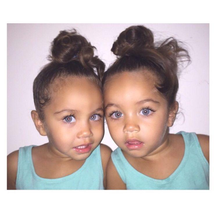 Les jumeaux Drotini sont les bébés les plus parfaits que j'ai jamais vus.   – Little Valenti