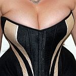 Supporting a large bust - Foundations Revealed free article on supporting a large bust when making a corset.  EXCELLENT and eye-opening.