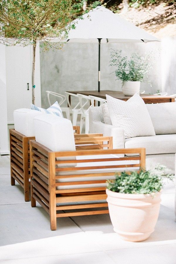 Teak furniture with linen cushions - Gorgeous outdoor space in this Nashville Home Tour via Style Me Pretty