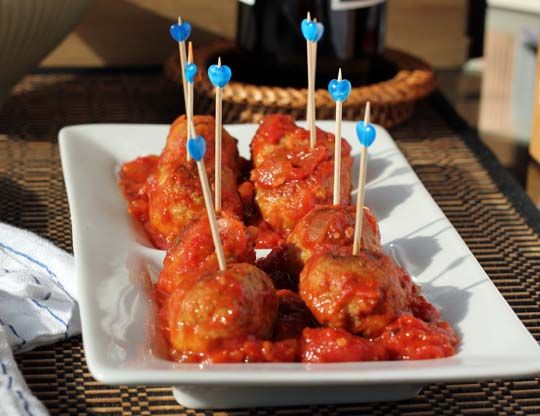 Turkey Pesto Meatballs with Tomato Sauce Serves 4 For the sauce: 2 28 ...