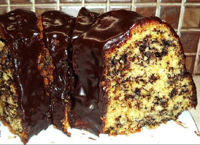 Είναι και κάποιες φορές που θέλω ένα κέικ γρήγορο,νόστιμο μαλακό κι αφράτο,αλλά χωρίς να μπω στη διαδικασία να χτυπήσω αυγά με ζάχαρη ή βούτυρο με ζάχαρη ή μαρέγκα ξεχωριστά… Οπότε ψάχνοντας,έπεσα πάνω σε αυτή τη συνταγή. Όλα μαζί στον κάδο του μίξερ,χτύπημα για λίγα λεπτά και μετά ψήσιμο! Και όταν επιτέλους έπειτα από 60 λεπτά …