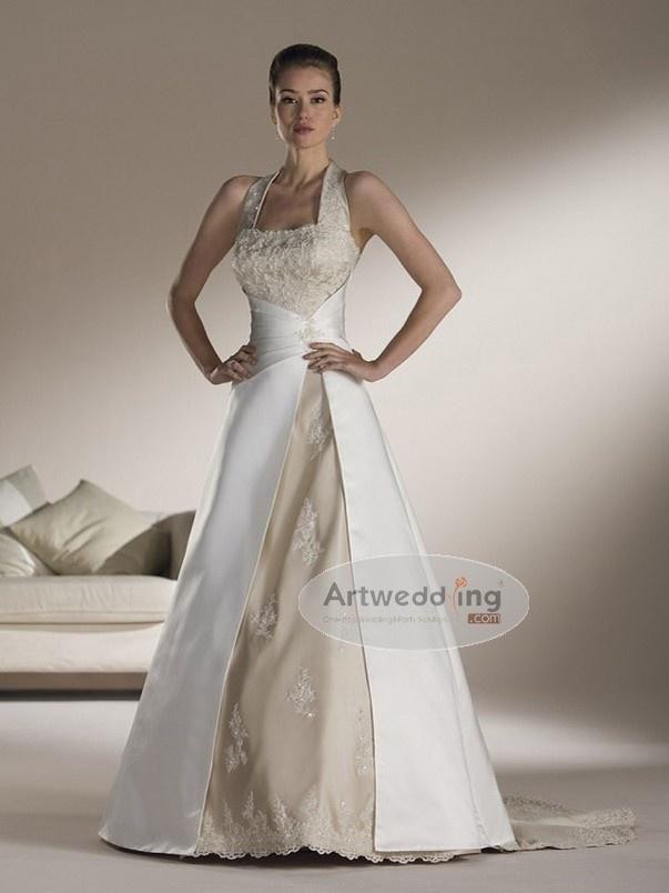 De 2 kleuren passen mooi bij elkaar. Prachtig vanuit de hoge taille de witte rok laten vallen.
