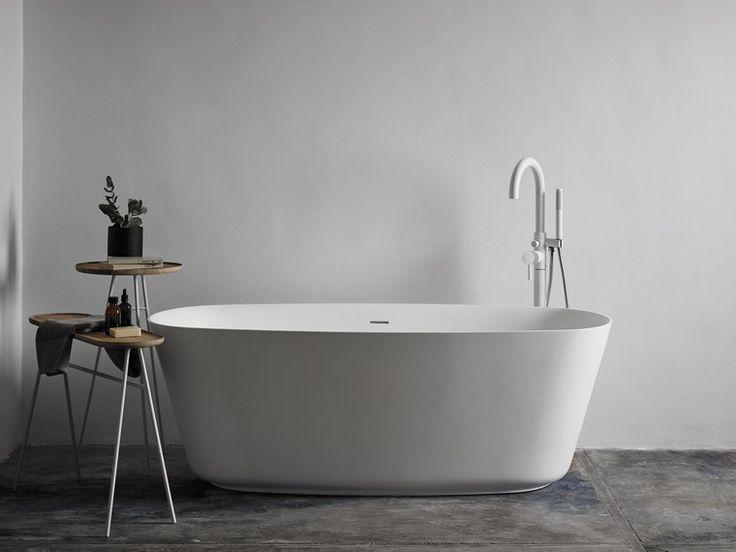 baignoire salle de bain design idée béton ciré sol