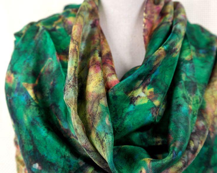 Handgemaakte zijden sjaal voor dames. Grote groen bruine shawl. door GitaKalishoek op Etsy