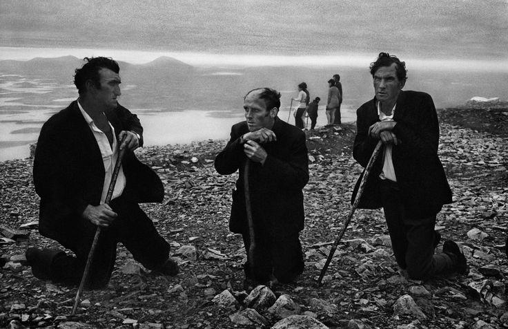 Henri Cartier-Bresson gaf hem één raad: 'Verlies je oog niet, begin dus níét met fotojournalistiek.' Josef Koudelka luisterde, en nu hij 78 is, is hij…