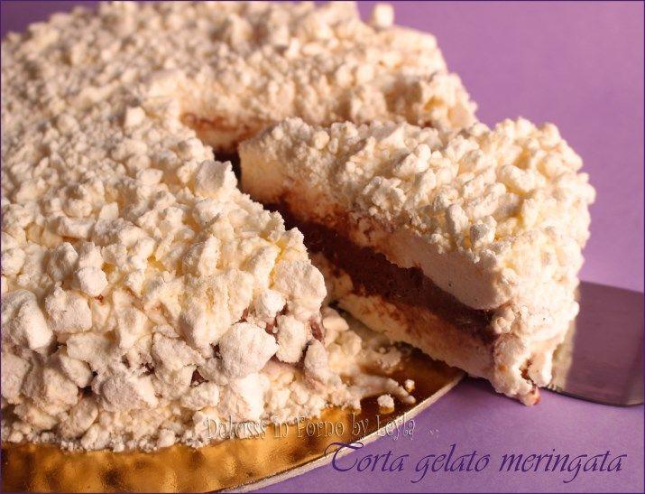 Torta gelato meringata: crema di panna intervallata da crema al cacao e tante meringhe sulla base, sulla superficie e all'interno. Golosissima !