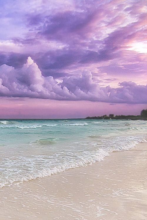 cielo sobre el mar lavanda pálido de la aguamarina