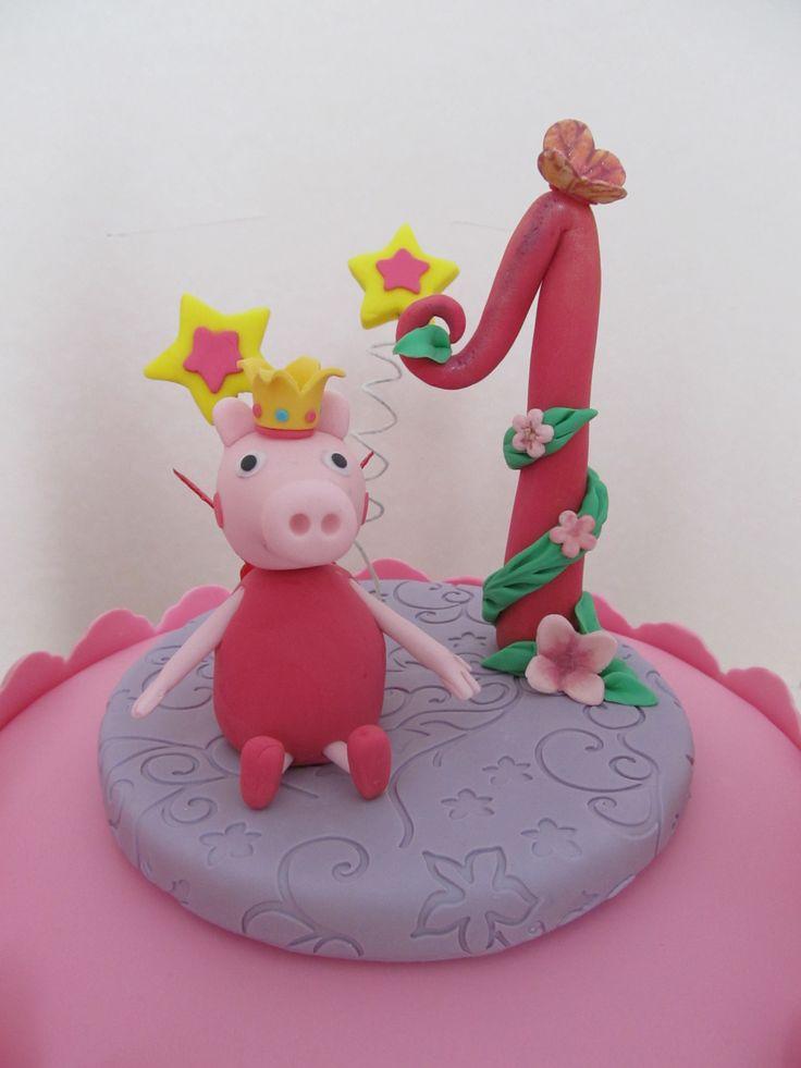 #Peppa Pig #topper per #torta con #Peppa principessa fatina in #pastadizucchero ( #pdz ) con la tecnica del #cakedesign . #Fiori e #farfalle in #gumpaste e #ali in #gelatina