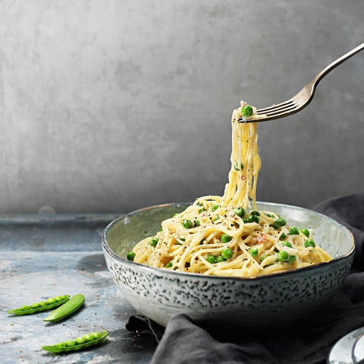 Så enkelt. Så genialt. Världens snabbaste carbonara stavas kavlionara. Recept i profilen. 🧀 #ärtor #mjukost #kavli #ostsås lök pasta fav baconost