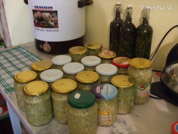 Někde jsem slíbil, že dám recept na cuketové zelí. Asi mnozí toto zelí znají a já našel svoji inspiraci v cuketové kuchařce paní Štěpánkové.