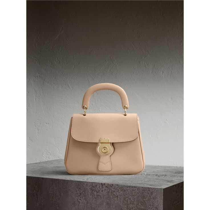 https://fr.burberry.com/sac-a-main-dk88-medium-p40542111