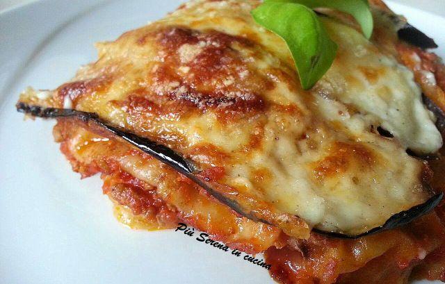 Il Carasau alla parmigiana è il connubio perfetto tra le Lasagne e le melanzane alla parmigiana. Un piatto che non può mancare a tavola di tutti i Sardi.