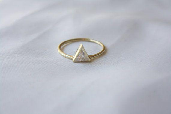 Dreieck mit CZ-V Pave Ring Ring Dreieck von HappyWayJewelry