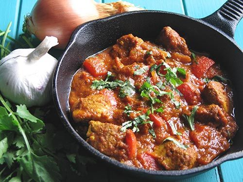 Chicken Jalfrezi, this Indian curry seems very hot from all of the spicy ingredients but the comments were that it's not too hot, in fact, it's just right, and it's very tasty. It can be made with shrimp or prawns as well.