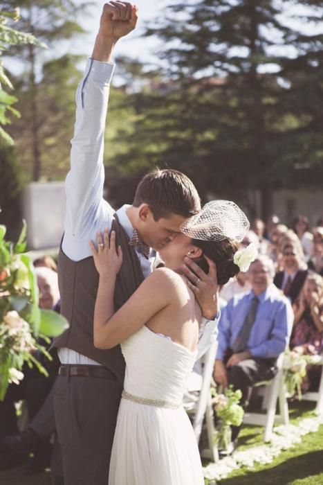 How awesome is this wedding picture!