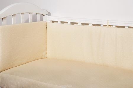 Baby Nice Бортик для кровати Горох цвет бежевый  — 1200р. ------ Борт в кроватку (его ещё называют бампер) является отличной защитой малыша от сквозняков и ударов при поворотах в кроватке. Ткань верха: 100% хлопок, наполнитель: экологически чистый нетканый материал для мягкой мебели — периотек. Дизайны бортов сочетаются с дизайнами постельного белья, так что, можно самостоятельно сделать полный комплект, идеальный для сна. Борта в кроватку — мягкие удобные долговечные: надежная и эстетичная…