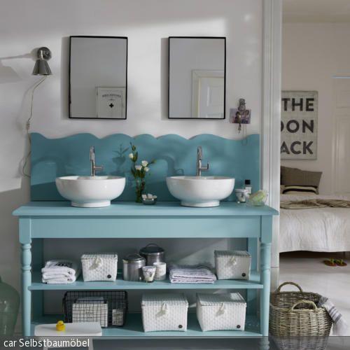 Ein Platz für Zwei: Der romantische Waschtisch in Mint bringt frische Farbe mit sich. Während an den zwei Waschbecken aus Keramik zwei Personen gleichzeitig  …