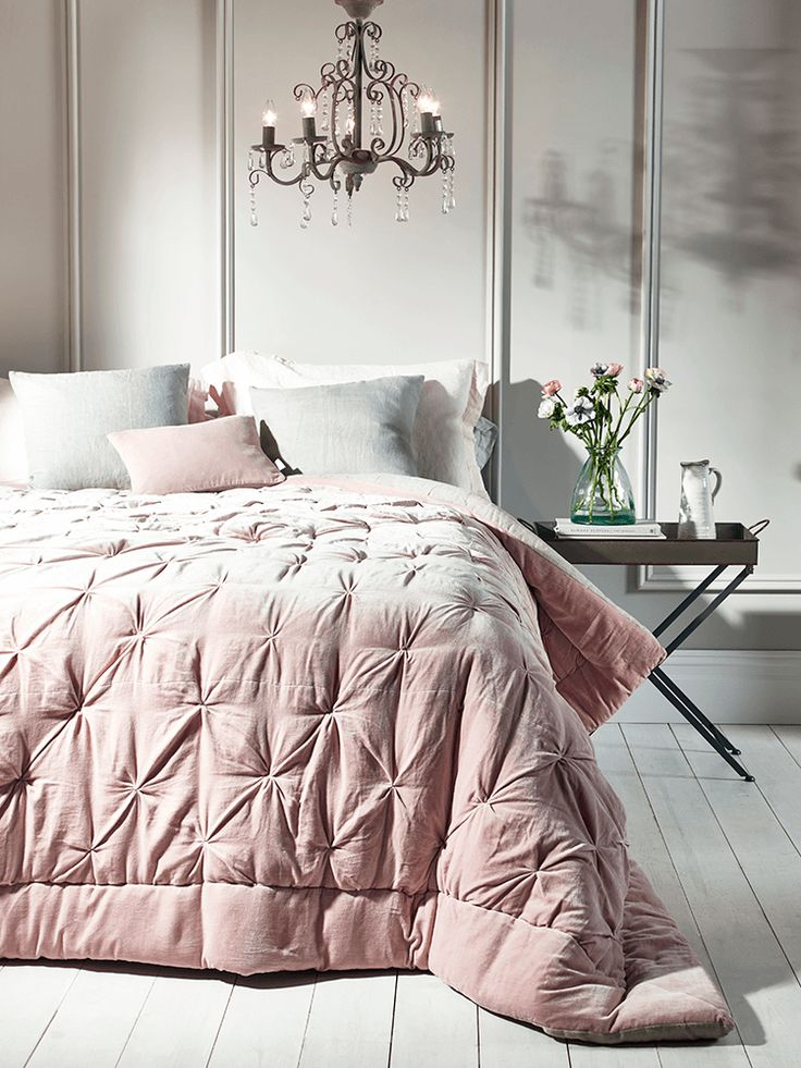 Crafted from pure cotton velvet and luxurious natural linen with a vintage, pin tucked design, our hand tufted single and king-size quilts in soft blush will add a touch of luxury to your bedroom. Each quilt comes presented in a high quality fabric-backed zip bag with handle, making it a great gift and easy to store away when not in use.