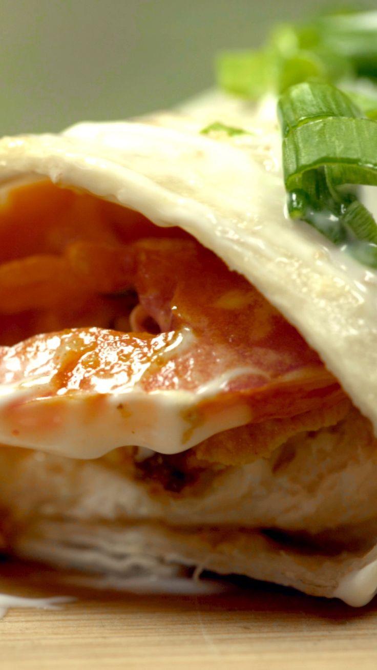 Receta con instrucciones en video: Esta receta te va a facilitar tus comidas Ingredientes: 3 supremas, Marinada:, 1 diente de ajo, 1 cucharada de coriandro, curcuma y cardamomo, 1 cucharadita de pimienta, 2 cucharaditas de paprika y de sal, 2 cucharadas de jugo de limon, 2 cucharadas de aceite de oliva, Salsa:, Alioli, Para servir:, 12 tortillas de harina (para wraps), 1 atado de lechuga criolla, 4 tomates fileteados