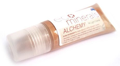 ECO Minerals Alchemy Hi Light Creme   ECO Minerals Alchemy Highlighter Creme is perfect for achieving a gorgeous healthy glow. This all natural highlighter works to subtly add dimension and  youthful radiance to your features. Use it to enhance and brighten your eyes, cheekbones and lips. Blends easily leaving you with dewy, soft gorgeous skin.