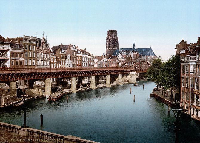 Prenten van Rotterdam in andere tijden van voor het bombardement van de WOII. Mooie fotolithografie uit de collectie van The Library of Congress in Washington de nationale bibliotheek van de Verenigde Staten. Hoe zou de stad nu geweest zijn als het 75 jaar geleden niet gebombardeerd was?