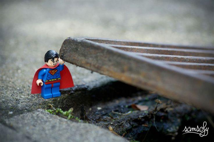 Extreme sporten in de stad, dat was de oorspronkelijke focus van de Lyonese fotograaf en kunstenaar Sofiane Samlal (34), Samsofy voor de vrienden. Tot hij zich liet inspireren door de 'geek'-cultuur en Lego-figuurtjes. Hij heeft dat alles in een grote pot gegooid en eens goed geroerd. Het resultaat is fantastisch: een 'tongue-in-cheek' microkosmos met Lego-mannetjes in de hoofdrol, waarbij technieken van straatfotografie, installaties en modelbouw samenkomen. Je kan er allee...