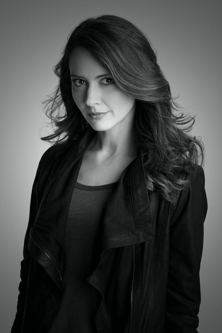 Happy Birthday Amy Acker - December 5, 1976