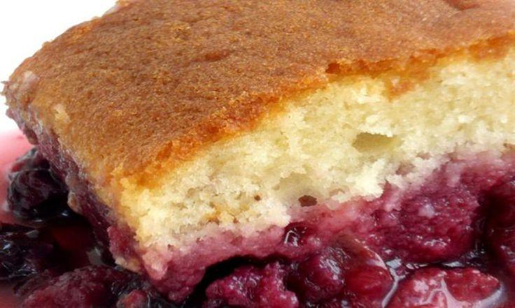 Ce bon vieux gâteau à la Jeannette ne se démodera jamais! Mais lorsqu'on lui ajoute des petits fruits, c'est excellent!