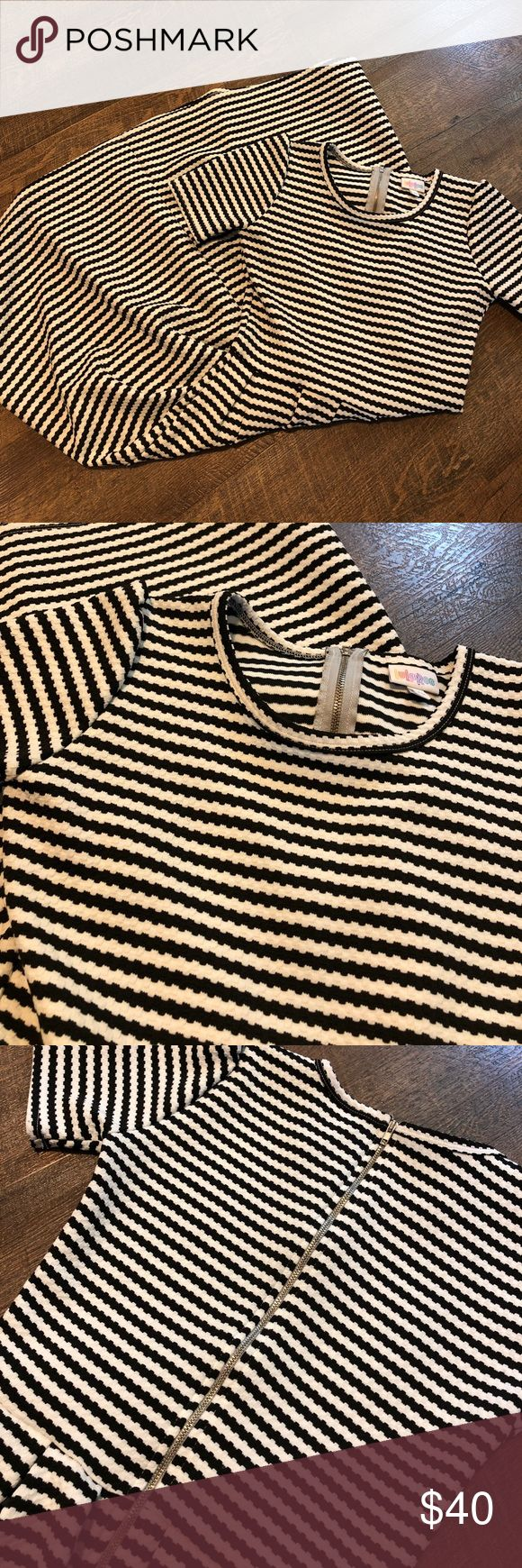 Gently used LULAROE Amelia dress, size XS. Gently used LuLaRoe Amelia dress size XS. LuLaRoe Dresses
