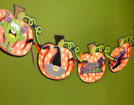 One of my favorite Halloween Banners  - The pumpkin backgrounds rather than teh standard circle/square is so cute!#Cricut