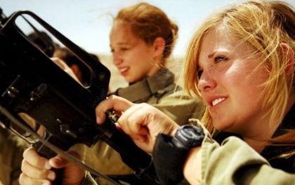 İsrail Hava Kuvvetleri'nde üç komutanın yaşları sadece 15 olan 9 kız öğrenciye tecavüz ettiği ortaya çıktı.