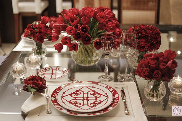 Que tal impressionar para um jantar romântico? O vermelho nunca vira clichê!