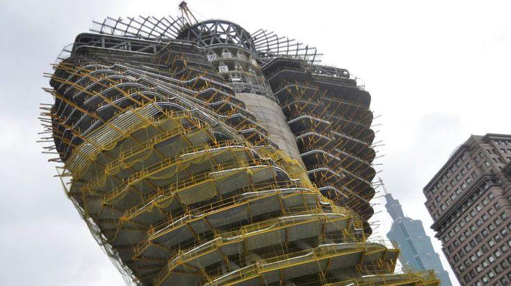 Bosque urbano toma forma em edificio em edificio de em edifício de Taiwan Ideias do arquiteto Vincent Callebaut se definem na torre Tao Zhu Yin Yuan, uma estrutura capaz de absorver até 130 toneladas de emissões de CO2 por ano || A capital taiwanesa está vendo crescer nesses dias um novo morador em seu skyline, a torre Tao Zhu Yin Yuan, também conhecida como Agora Garden. Um projeto inovador em forma de dupla hélice, a promessa de ajudar o meio ambiente e o atrativo da sustentabilidade