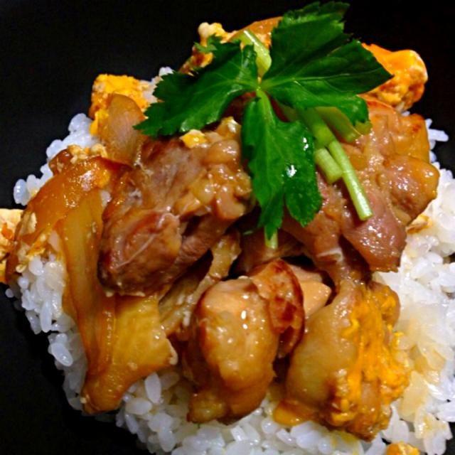 鶏肉を塩麹で揉んでから作りました。美味です+゚。*(*´∀`*)*。゚+ - 4件のもぐもぐ - 親子丼 by midorysan