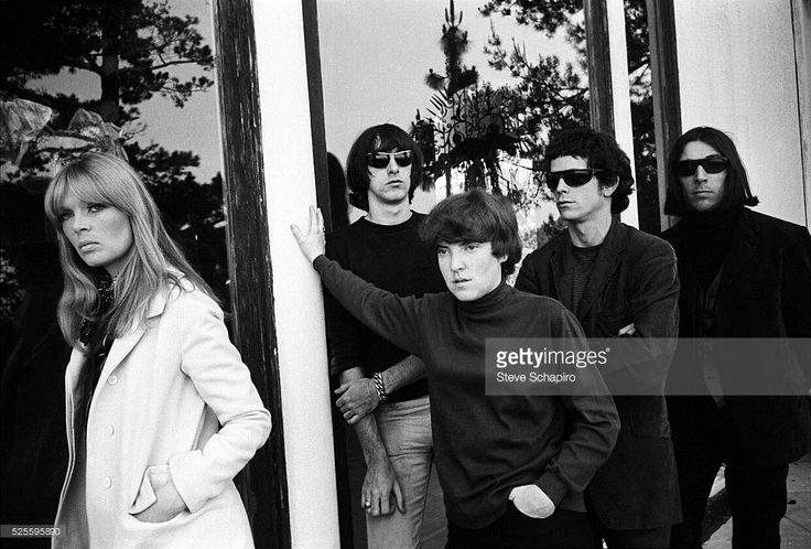 nico-sterling-morrison-maureen-tucker-lou-reed-and-john-cale-of-the-picture-id525595890 (1024×693)