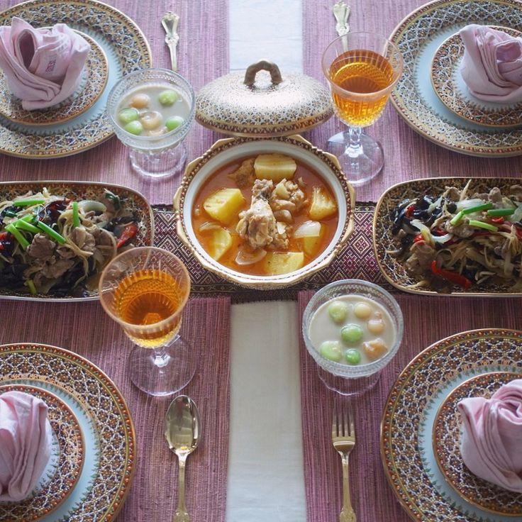 7月後半のタイ料理教室がスタートしました🇹🇭🎶😍 今日は初級クラスでした!マッサマンカレー、豚と生姜炒め、メロンココナッツミルク🍈をつくりました!どれも夏にぴったりなメニューです😋💕 . . #タイ料理 #タイ料理教室 #タイ料理レッスン #料理教室 #習い事 #エスニック料理 #アジアン料理 #マッサマンカレー #メロン #ココナッツミルク #タイデザート #美味しい #テーブルコーディネイト #フードスタイリスト#フードコーディネート #フードスタイリング #夕食 #おうちごはん #おもてなし #ベンジャロン焼き #sirikitchen #thaifood #massaman #spicyfood #melon #delicious #onthetable #foodstyling #tablecordinate #cookingschool