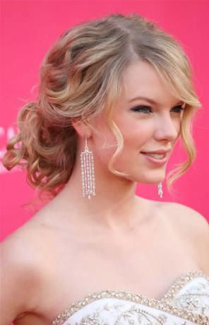 If taylor does her hair this way, it must be perfect.