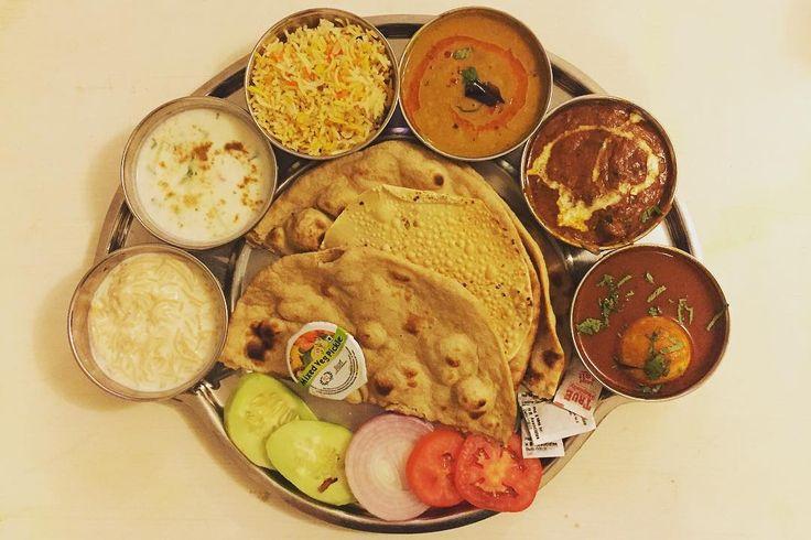 また物欲を弄る器が出てきた( ˊˋ ) これならまだ無駄スペースがないな  麺の入ったスイーツは一向に慣れる気がしない . . #indianfood #food #foodie #lunch #curry #spice #インド料理 #世界のごはん #ランチ #ターリー #カレー #スパイス補給 #暮らしの道具