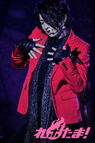 OnoD (Ono Daisuke) rockin' the red and black.  Personally I like him in black....like Sebastian