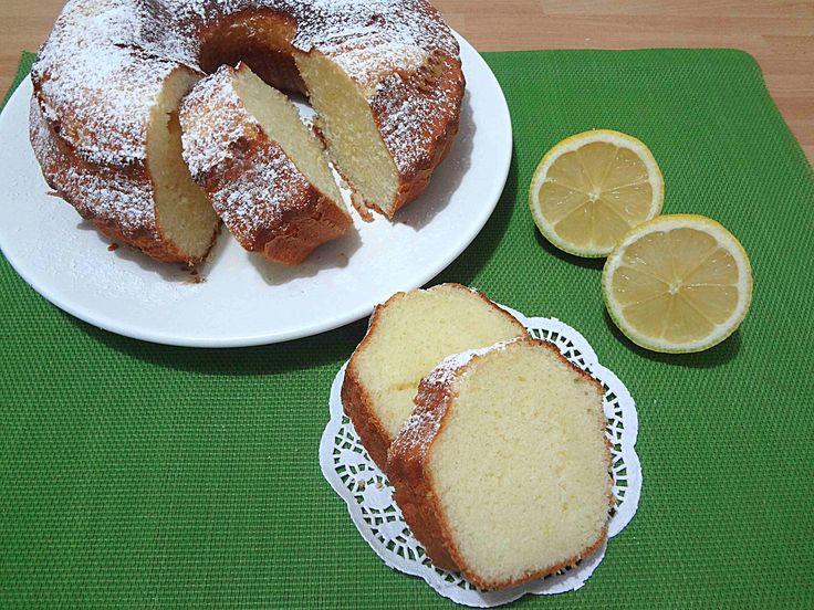 Ricetta ciambella al limone con e senza Bimby. Una ciambella soffice e profumata, ideale in ogni stagione. Ottima per la colazione e a merenda.