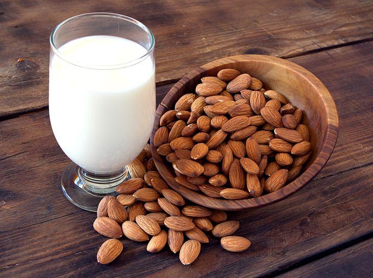 Daca vrei sa consumi un lapte extrem de sanatos, facut chiar de tine acasa, iti recomandam sa incerci o reteta de lapte de migdale. Cremos si hranitor, te va cuceri garantat.