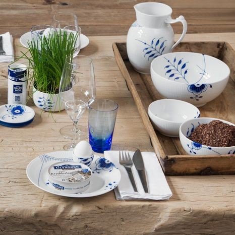 www.luxusundlifestyle.de/Royal-Copenhagen Blue Fluted Mega table setting