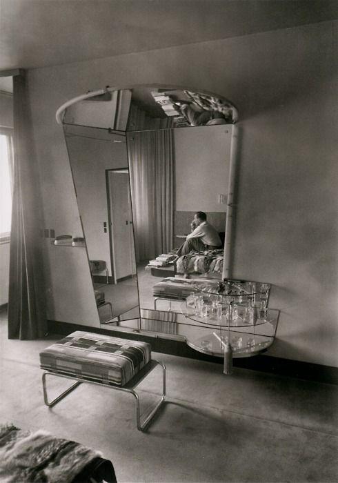Martin Munkacsi - Le dressing room chez Fritz Lang à Berlin, 1932 #fotografia
