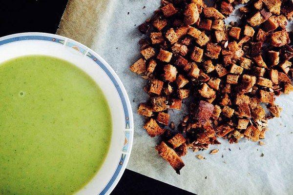 Cuketová polievka s cesnakovými krutónmi | Varíme / pečieme ...