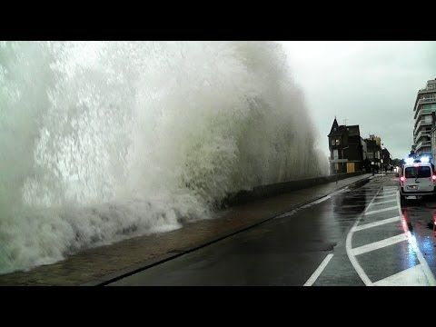 Saint-Malo Grande Marée 2014 Bretagne Tempête Vagues Sturmflut Storm Tide Marea huge waves - YouTube