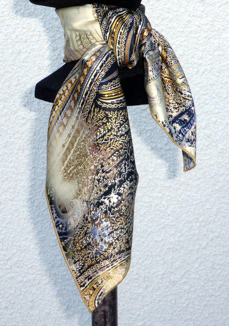 écharpe  foulard  carré  soie  MadeInFrance  cadeaux  femme  noel Notre  sélection JOUR 2  mode  luxe  MIF Nos fabrications quotidiennes de foulards  en soie ... 032b04fe7a5