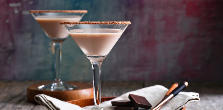Forgot the box of chocolates? No worries, this chocolate martini has you covered- and it's a lot boozier than a few pieces candy. Makes 2 drinks 3 ounces chocolate liqueur 3 ounces creme de cacao 1...