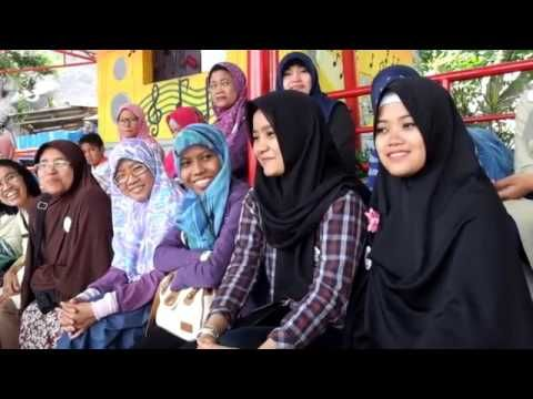 kebaya laksmi - YouTube