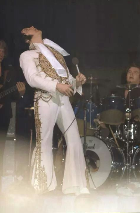 """( 2015 IN MEMORY OF ★ † ELVIS  PRESLEY """" Rock & roll ♫ pop ♫ rockabilly ♫ country ♫ blues ♫ gospel ♫ rhythm & blues ♫ """" ★ Last concert, Sunday, June 26, 1977 - Indianapolis."""" ) ★ † ♪♫♪♪ Elvis Aaron Presley - Tuesday, January 08, 1935 - 5' 11¾"""" - Tupelo, Mississippi, USA. Died; Tuesday, August 16, 1977 (aged of 42) Resting place Graceland, Memphis, Tennessee, USA. Occupation: ♫ Singer, actor. Home town Memphis, Tennessee, USA. Cause of death: (cardiac arrhythmia)."""