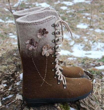 Валяные ботинки  `Сухоцветы(беж)`. Женственные, нежные,романтичные...Побалуйте свои ножки ботиночками из шерсти  мериноса. Легкие, теплые, нежные - они дарят настоящий комфорт, даже зимой!  Подошва ТЭП  проклеена и подшита.   Подписывайтесь на новинки…